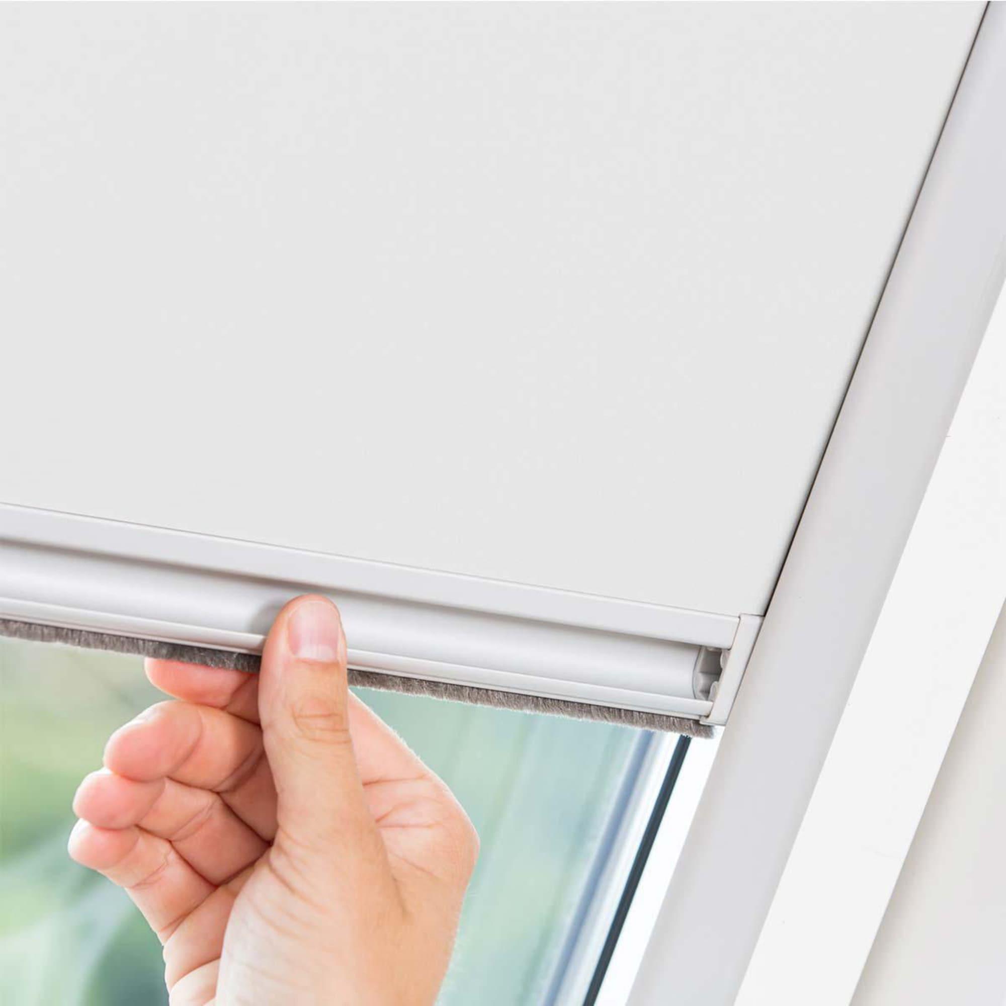 Dachfenster rollo stunning rollo fr velux dachfenster great affordable fenster rollos ohne with - Dachfensterrollo skylight ...