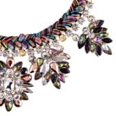 Statement Kette, aus bunten Garnen, bunt schillernde Glaskristalle, Länge ca. 40cm Vorderansicht