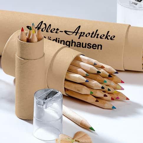 Buntstiftebox 24 Stifte, kurz, Box aus Pappe und Kunststoff, Stifte aus Naturholz, Box ca. 10 cm lang, 4,6 cm Ø Katalogbild