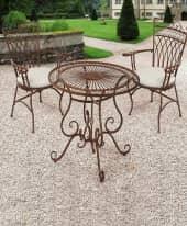 Spar-Set Outdoor-Möbel-Set, 3-tlg. Versailles, runder Tisch mit 2 Stühlen, nostalgisch, Metall Inszeniertes Bild