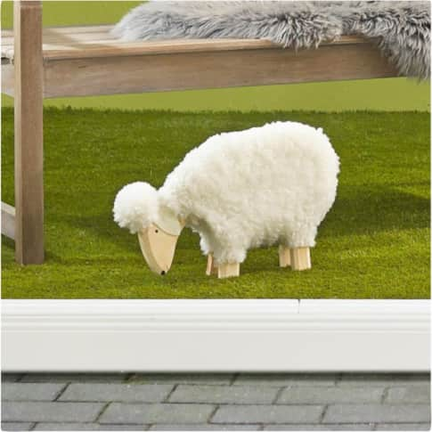Deko-Figur Schaf Nanni, mit echter Wolle, Holz, ca. B45 x T8 x H30 cm Inszeniertes Bild