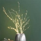 LED-Zweig Birke, 80 warm-weiß leuchtende LEDs, Metall, Papier, ca. 90 cm lang Inszeniertes Bild