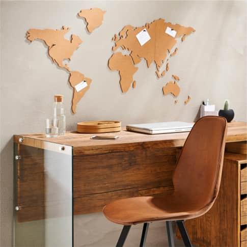 Weltkarte aus Kork, selbstklebend, mit 6 schwarzen Pins Inszeniertes Bild