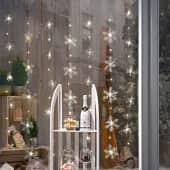 LED-Vorhang Schneeflocken, 35 Eiskristalle, Kunststoff, Draht, LEDs, ca. 120 cm breit Inszeniertes Bild