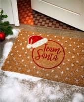 Kokos-Fußmatte Team Santa, glanzvoller Print, 60% Kokos, Rückseite PVC Inszeniertes Bild