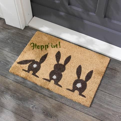 Kokos-Fußmatte Hopp' in !, Hasen im Glitter-Look, ca. 60 x 40 cm Inszeniertes Bild
