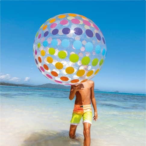 Wasserball Jumbo, Durchmesser 107cm, bunt gepunktet Inszeniertes Bild