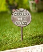 Gartenstecker Keep off the grass Inszeniertes Bild