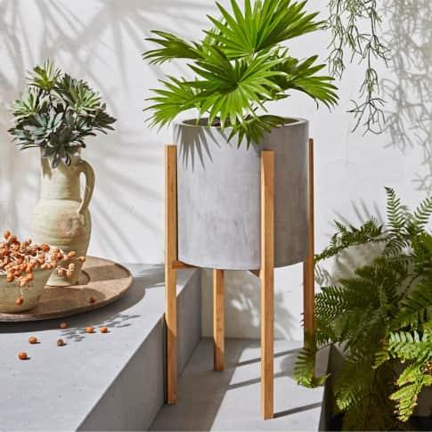 Deko-Übertopf Sencillo, inkl. Bambus-Ständer, Beton-Optik Inszeniertes Bild