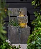 Outdoor-Brunnen Plant Inszeniertes Bild