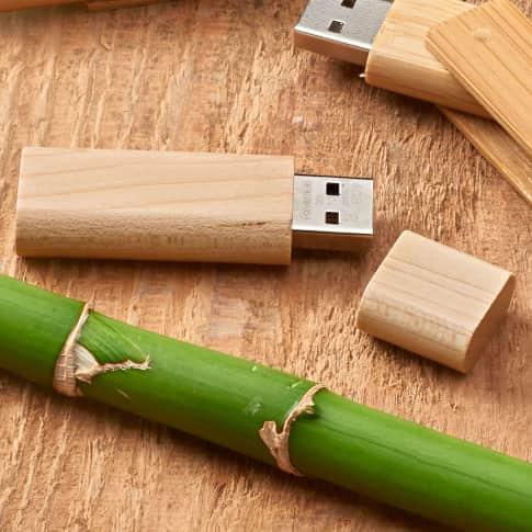 USB-Stick Holz 16 GB Inszeniertes Bild